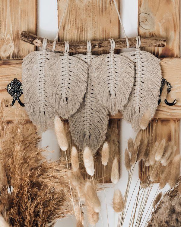 Kleiner Makramee Wandbehang mit Federn - Boho Wanddeko - Boho Federn - Wandschmuck - Lady Handgemacht by Tamara Wagner